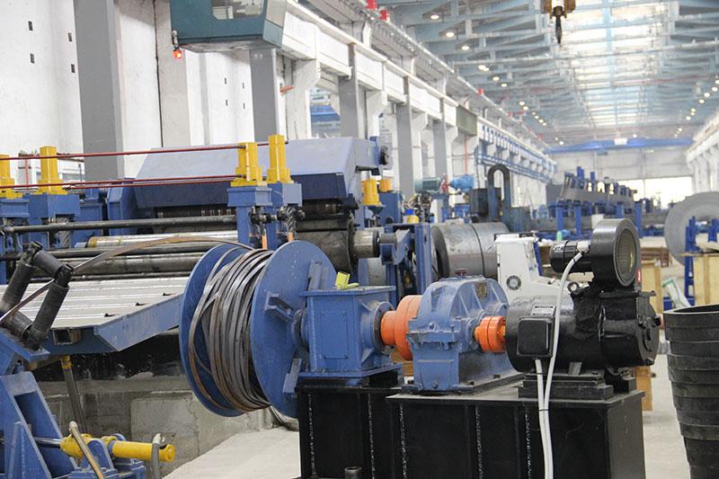 华欣诚出口保加利亚1700x12.7mm自动快换式纵剪机组