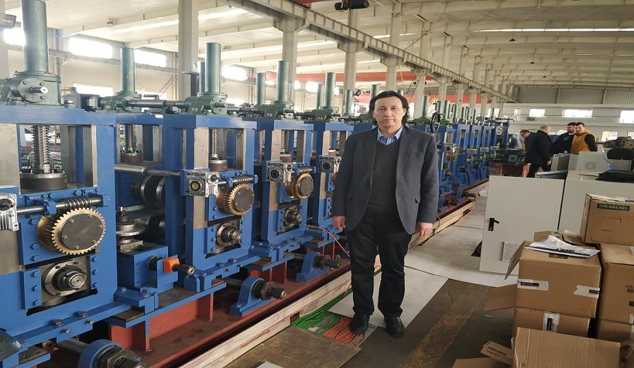 欧洲客户在工厂验收70X70方全自动直接成方机组